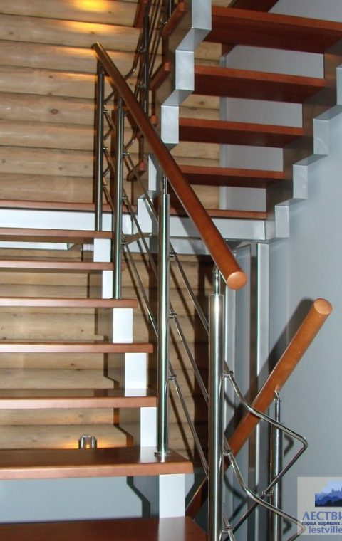 Лестница на ступенчатых косоурах s008