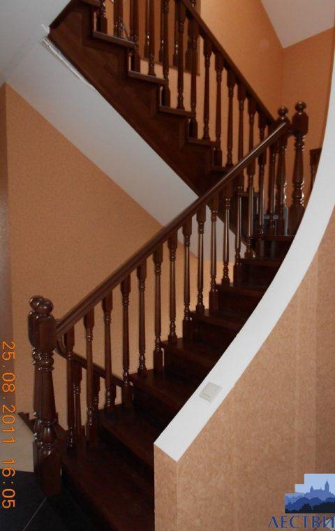 Лестница на металлокаркасе m003