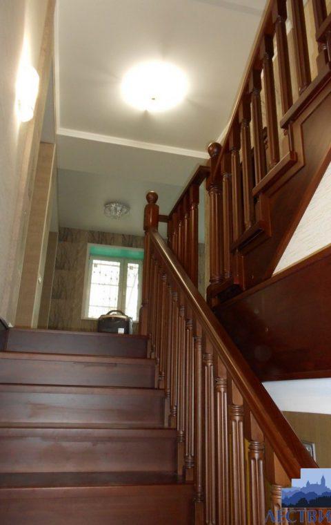 Лестница на металлокаркасе m006
