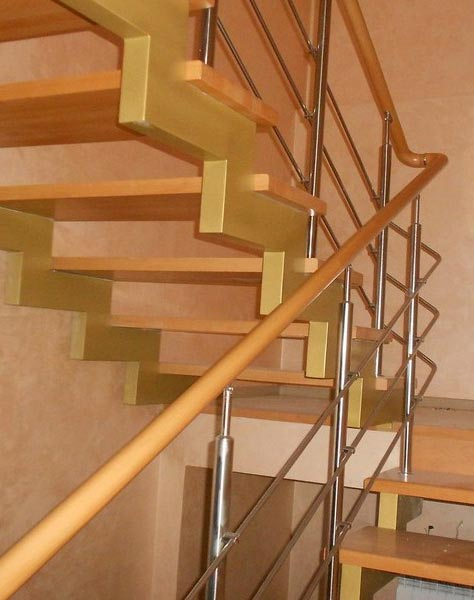 Лестница на ступенчатых косоурах s006