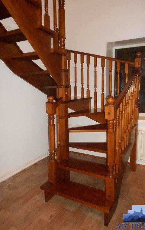 Лестница винтовая v011