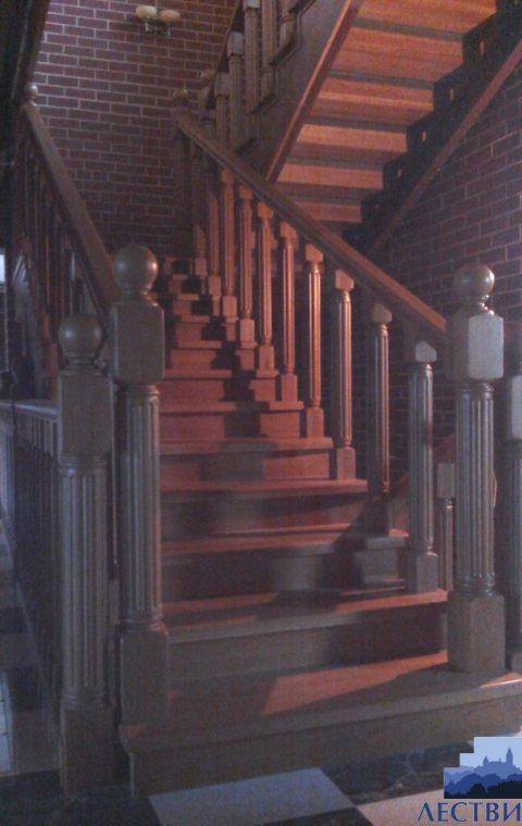 Лестница на металлокаркасе m002