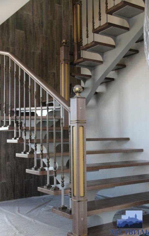 Лестница на центральном косоуре c005