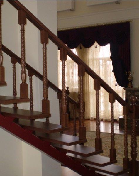 Лестница на центральном косоуре c010
