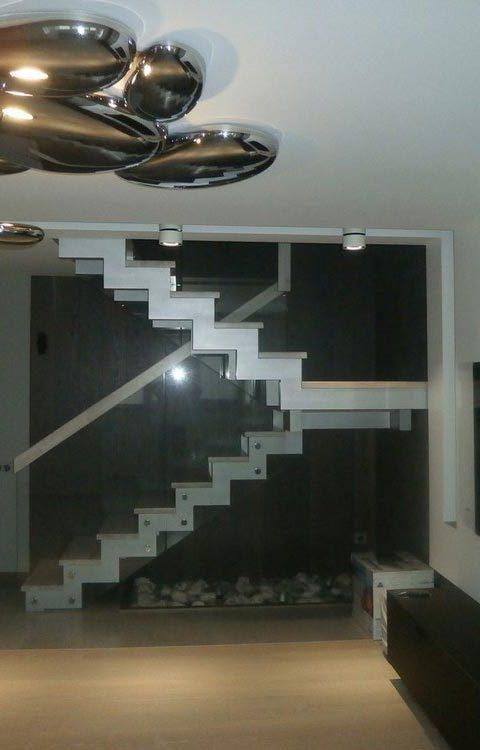 Лестница на ступенчатых косоурах s014