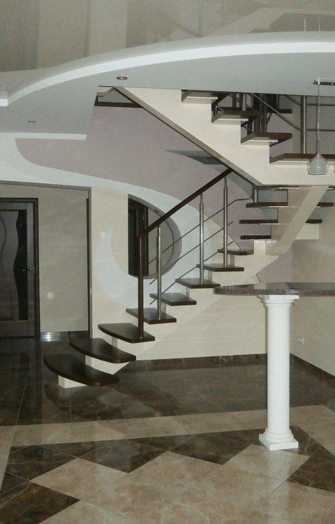 Лестница на центральном косоуре c008