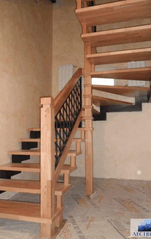 Лестница на больцах b004