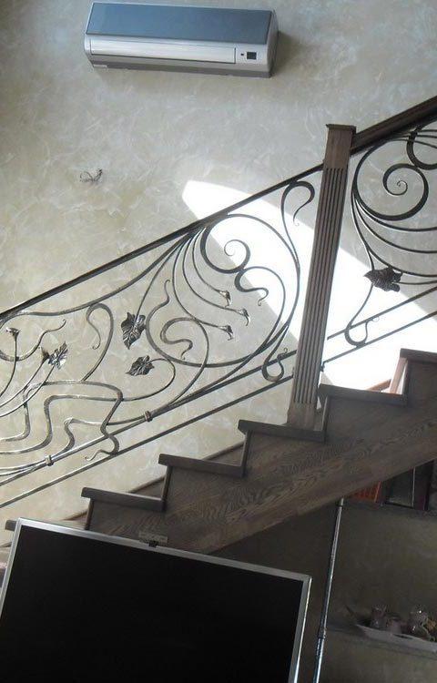 Лестница с ковкой kv003