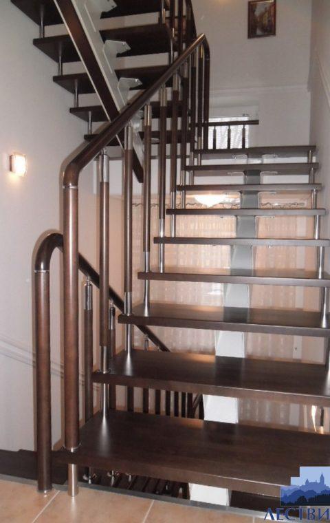 Лестница на центральном косоуре c006