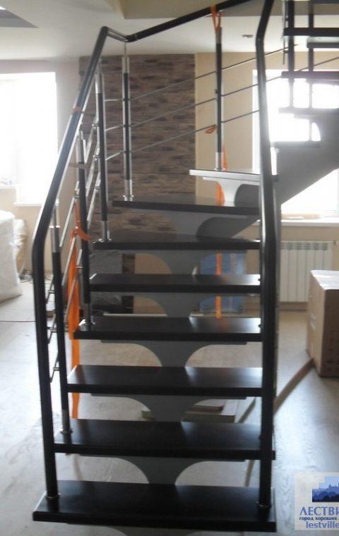Лестница на центральном косоуре c001