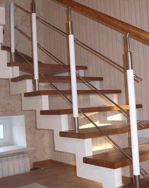 Лестница на ступенчатых косоурах s011