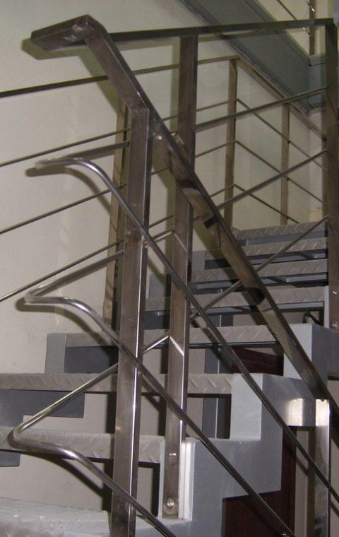 Лестница из нержавейки n001