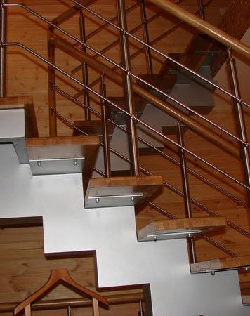 Лестница на центральном косоуре c003
