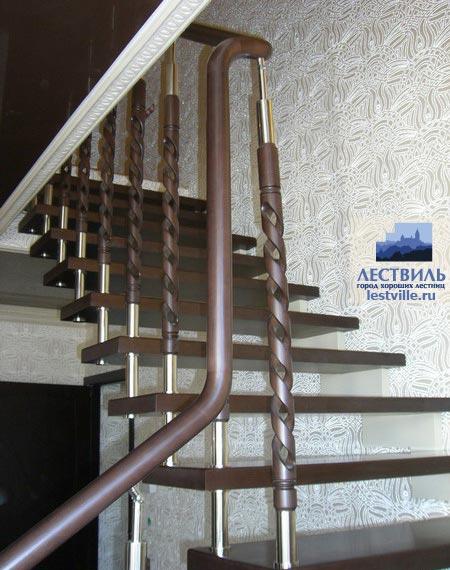 Лестница на больцах b003